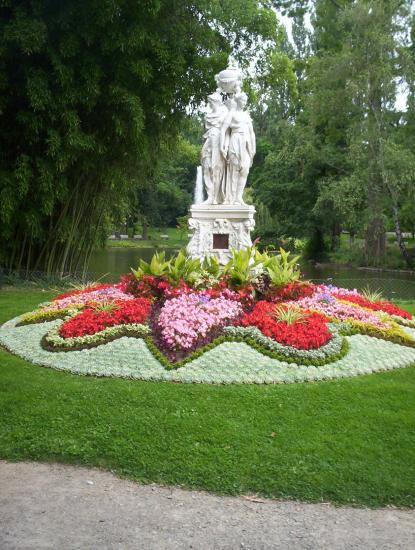 Vue statue jardin des plantes le mans